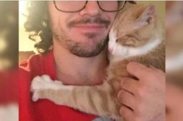 Usvojio je malu macu: Kada su došli kući maca je radila nešto što on nije mogao shvatiti…