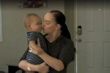 Platili joj 30.000 dolara da im rodi bebu: Surogat majka im rodila blizance, a poslije 2 mjeseca od porođaja je saznala tužnu istinu o bebama i zanijemila